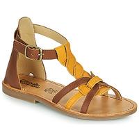 Schuhe Mädchen Sandalen / Sandaletten Citrouille et Compagnie GITANOLO Gelb / Kamel